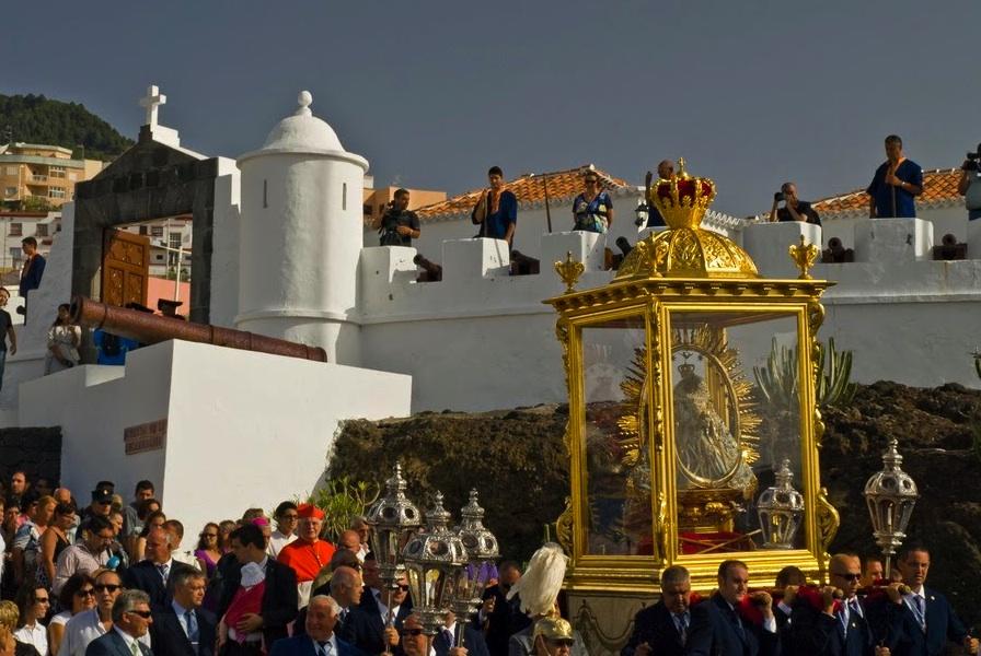 """Bajada de la Virgen 2015 – the best """"fiesta"""" of La Palma"""