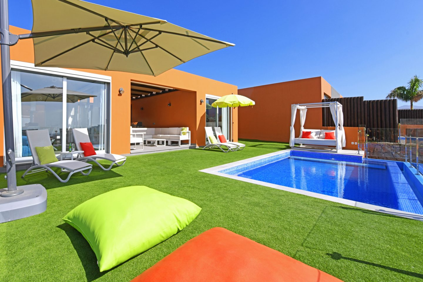 New luxurious holiday villas in the Salobre Golf Resort