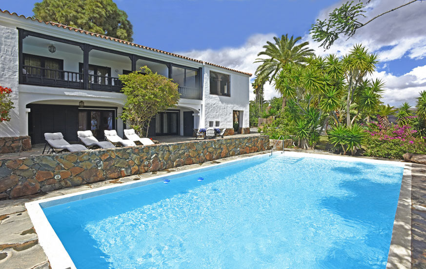 Traditional holiday home to rent with private pool and sea views in the south of Gran Canaria