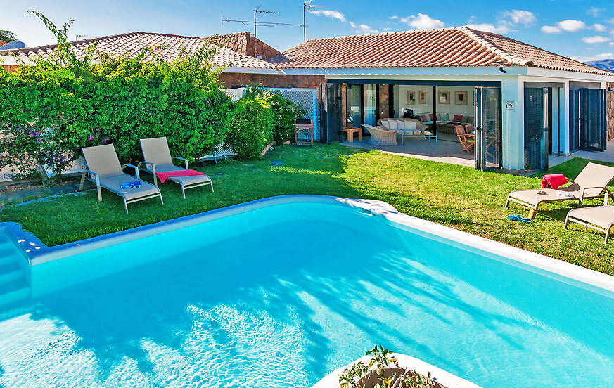 Holiday villa with bright interiors and private pool next to the golf course and near to the dunes of Maspalomas