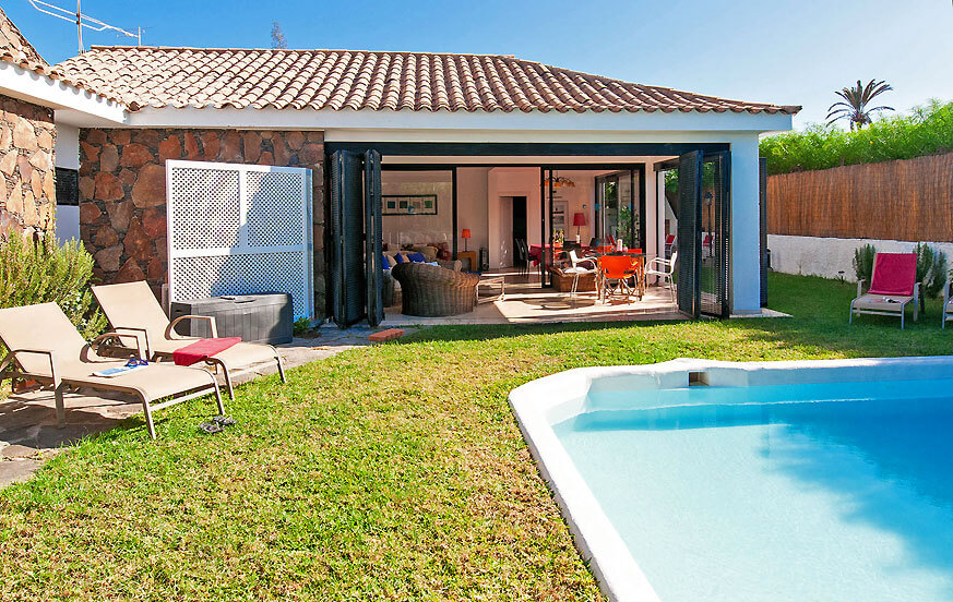 Beautiful villa rental with terrace, garden and private pool near the golf course in Maspalomas