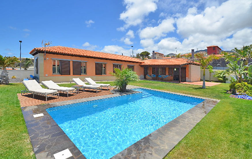 Large holiday house with private pool and sea views on the north coast of Tenerife