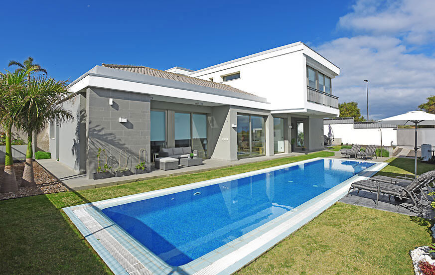 Holiday villa with a large private pool and beautiful views to the Atlantic and the Teide on Tenerife