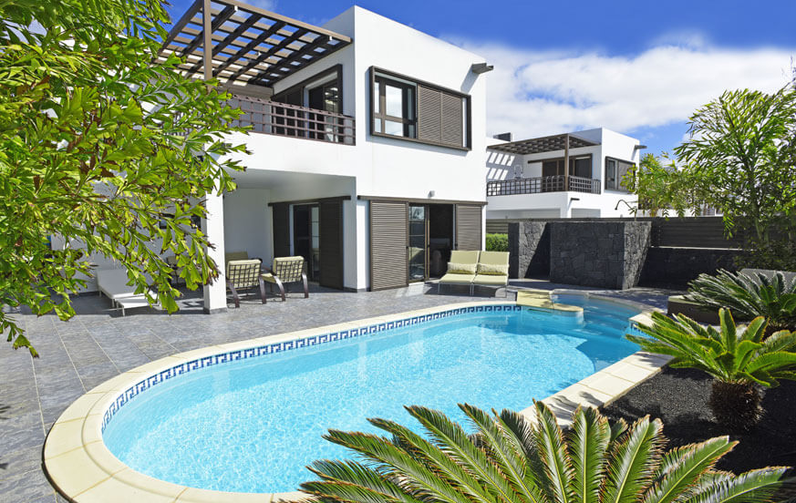 Stylish luxury villa to rent with beautiful garden and private pool near to the beach in Lanzarote