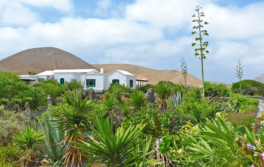 Holiday house with large community pool area in the north of the island of Lanzarote