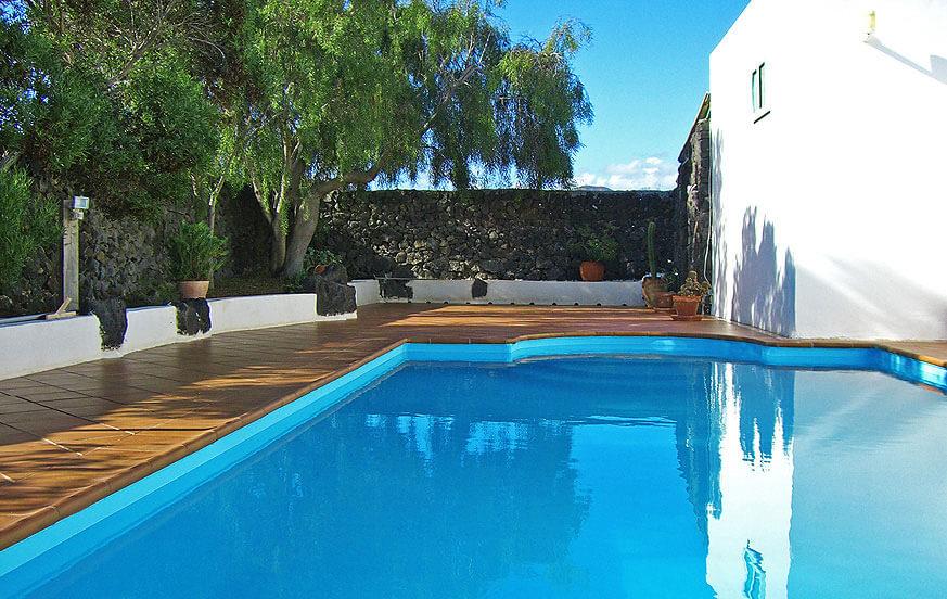 Finca lava met zwembad op het eiland lanzarote - Zwembad cottage ...