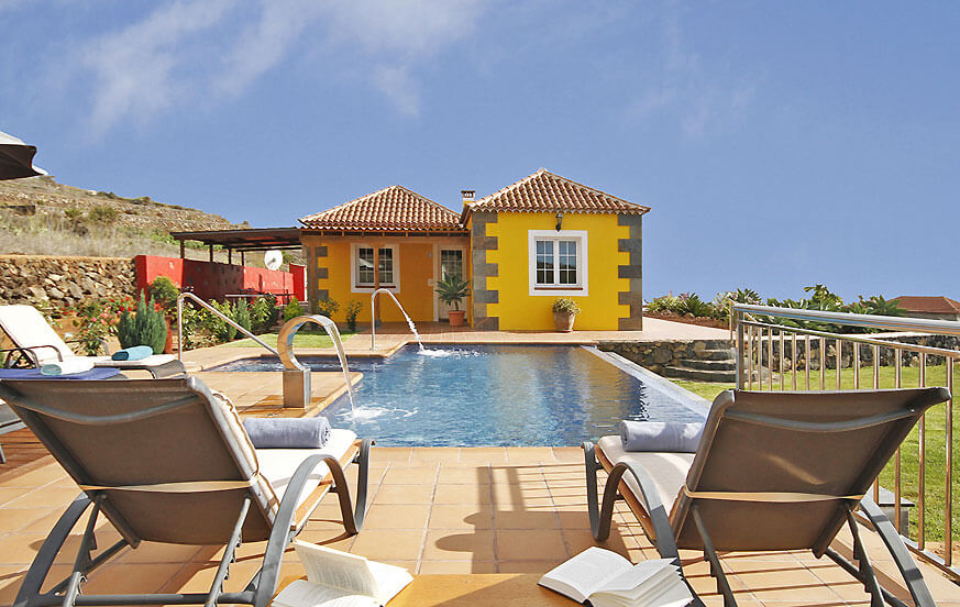 Holiday villa with private pool and panoramic sea views situated in the west of the island of La Palma