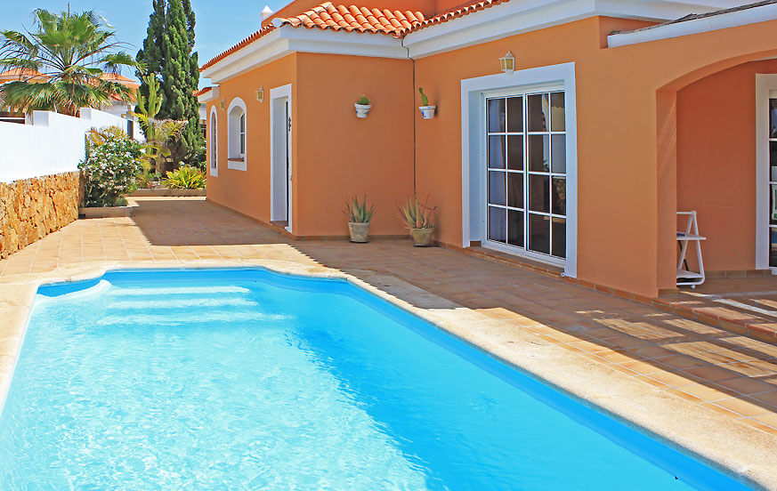 Beautiful four-bedroom villa to rent with large pool, sea views and beautiful location next to the golf course of Caleta de Fuste