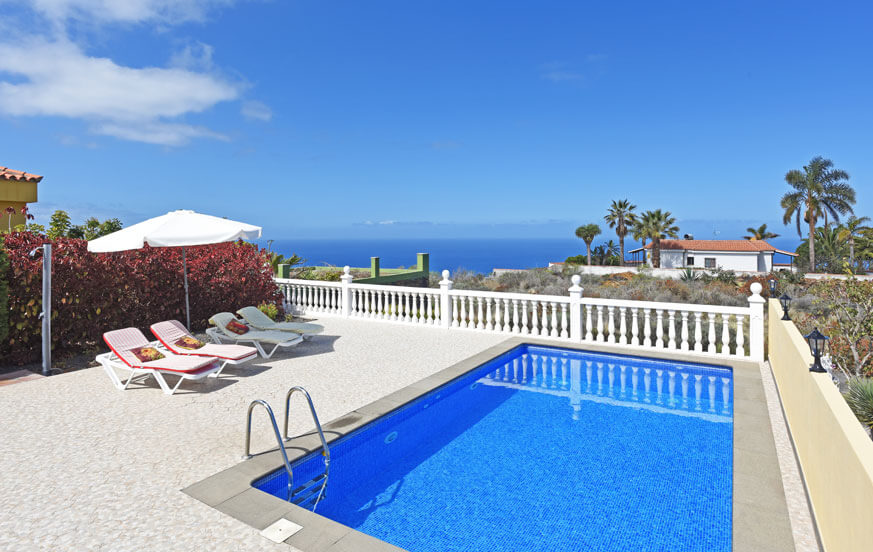 Holiday home with Canarian style, a large terrace, private pool and spectacular views of the Atlantic Ocean in Las Norias