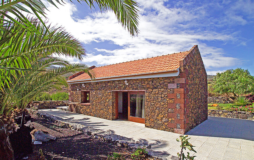 Rustic holiday house with nice garden area, an oasis of relaxation to enjoy a very special hiking holiday on La Gomera