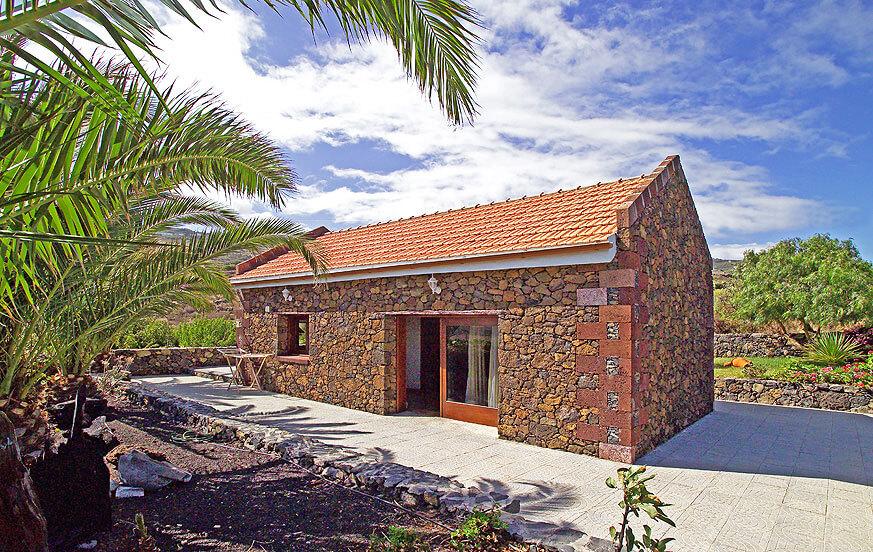 Rustikales Ferienhaus mit schönem Garten, eine Oase der Entspannung um einen ganz besonderen Wanderurlaub auf La Gomera zu genießen