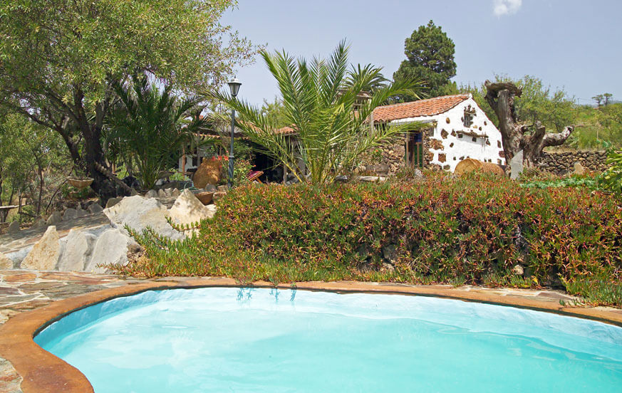 Relaxing holidays in the countryside in a traditional house lovingly restored, with private pool and beautiful gardens in the area of Puntagorda