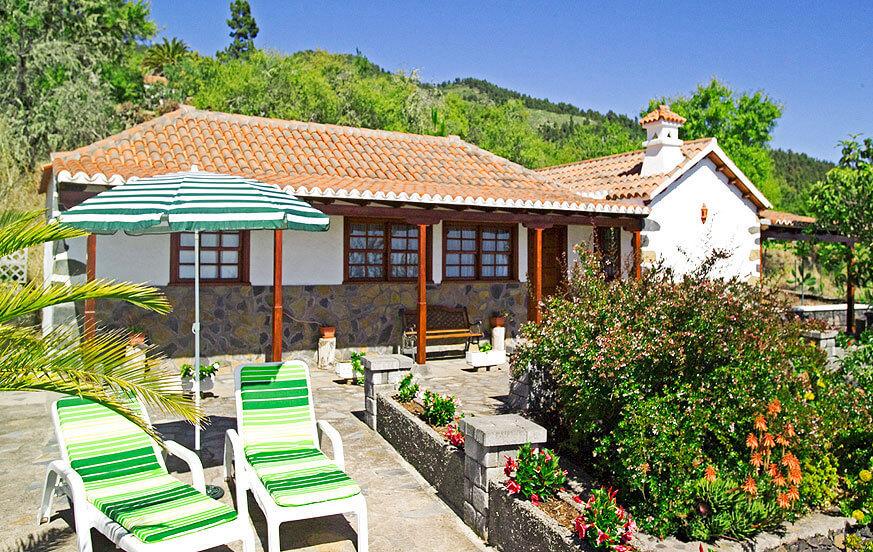 Urlaub inmitten der grünen Berge von Tijarafe in einem wunderschönen, gut ausgestatteten Haus mit mehreren Terrassen und Grillplatz mit Essbereich