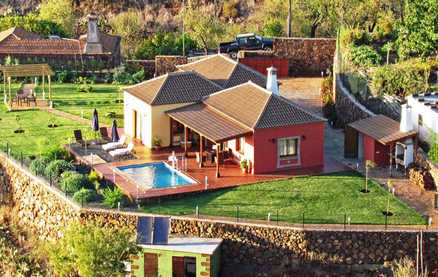 Schöne zwei-Schlafzimmer-Villa mit allem Komfort, einer herrlichen Gartenanlage, großem Privatpool, zahlreichen Sitzplätzen und perfekter Lage in Puntagorda