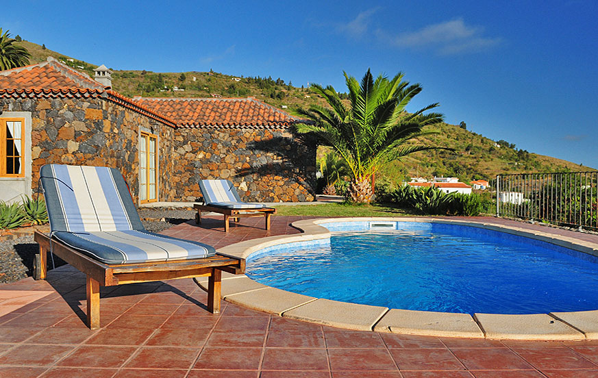 Two-bedroom holiday home with beautiful wooden ceilings and private pool in a perfect location to enjoy the idyllic nature of La Palma
