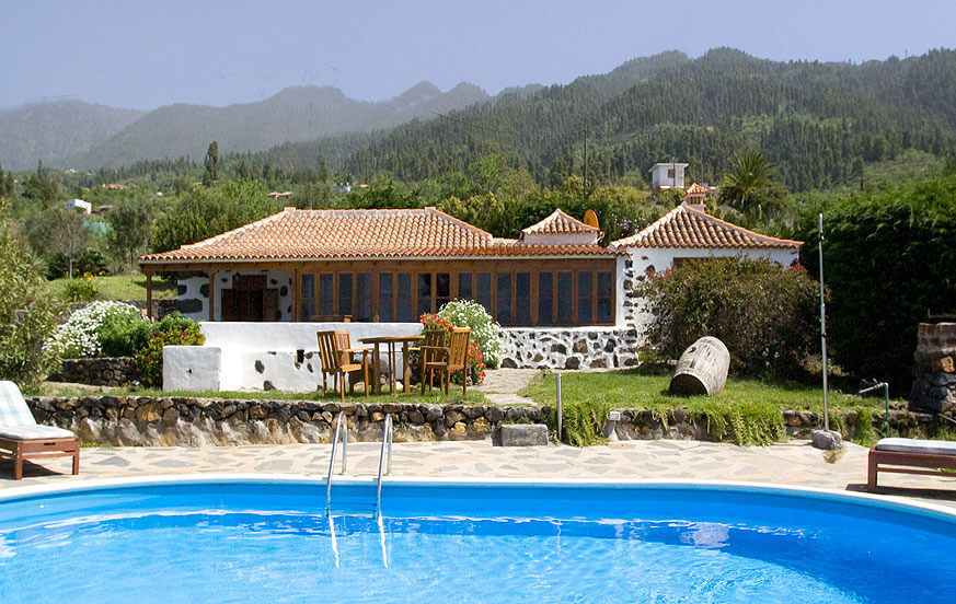 Holiday home in Tijarafe with wonderful sea views from the pool terrace