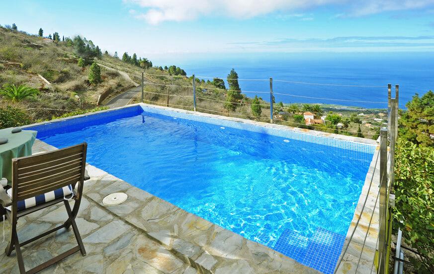 Rustieke villa met privé zwembad en een fantastisch uitzicht voor een ontspannen vakantie