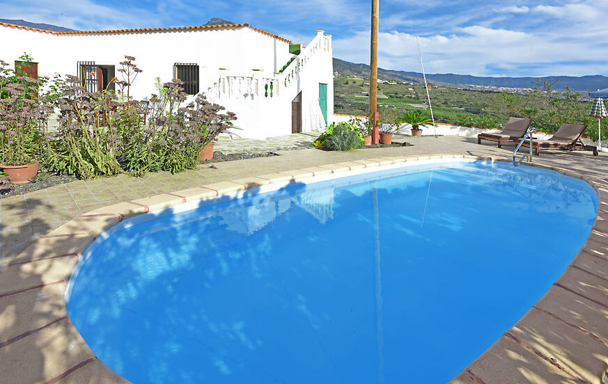 Holiday home in Tijarafe with a terrace and large pool to relax