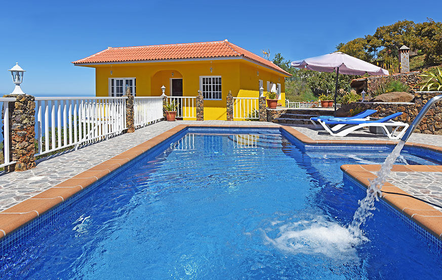 Charming villa with large swimming pool, panoramic sea views and various outdoor areas to enjoy the warm climate