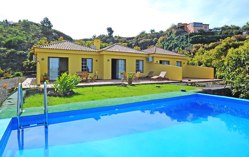 Villa with large private pool, large outdoor area and outdoor kitchen in an idyllic countryside area near Los Llanos