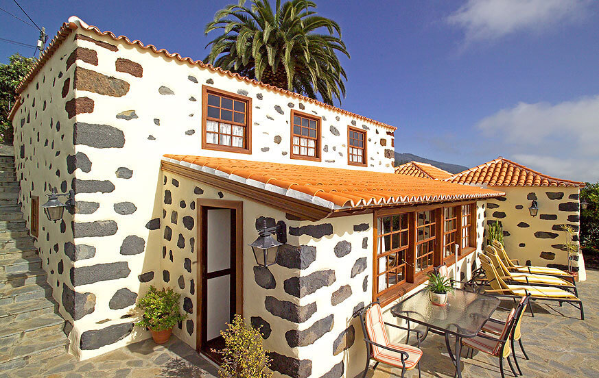 House of Canarian architecture in a perfect location to explore the beautiful westside of the island