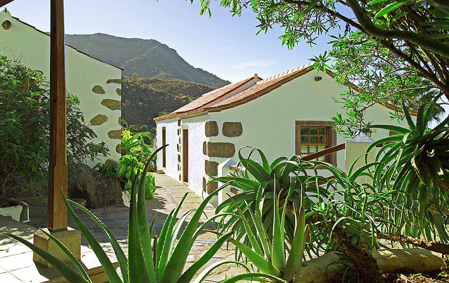 Beautiful house rental on the Finca La Mareta with communal pool, large gardens of fruit trees and beautiful views to the mountains