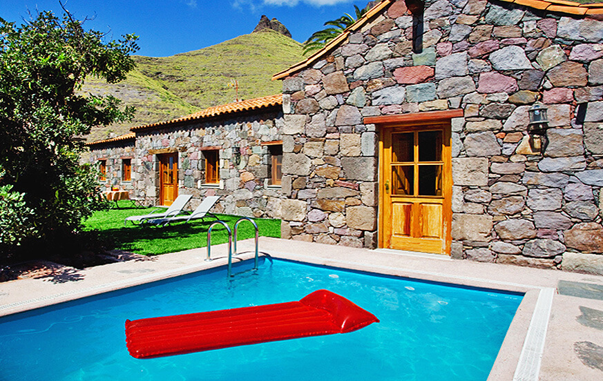 Beautiful country house rental with a neat garden and private pool located in the green mountains of Agaete