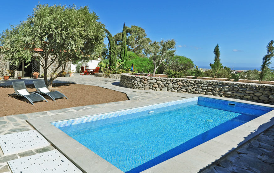 Charming stone house rental with private pool surrounded by a large garden near the area of Maspalomas
