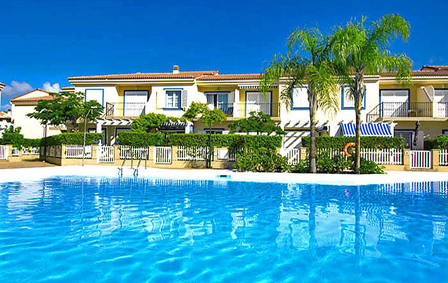 Beautiful holiday home with communal pool and sea views near the marina of Pasito Blanco