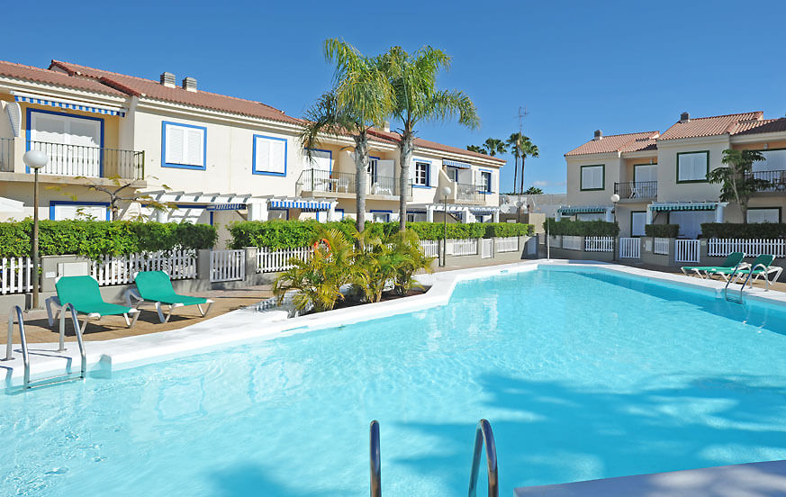Private holiday home to rent in the south of Gran Canaria with communal pool, marina and near the beach