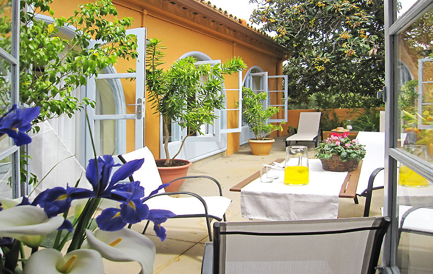 Elegant country house with beautiful outdoor areas to enjoy the green nature of the area of Santa Brigida