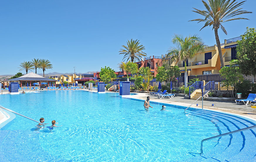 Bungalow with communal pool located in a beautiful residential complex in Meloneras just 200 meters from the sea