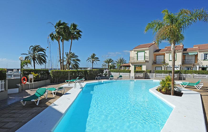 Ferienhaus in einer Anlage mit Gemeinschaftspool nahe dem Strand und dem Yachthafen von Pasito Blanco