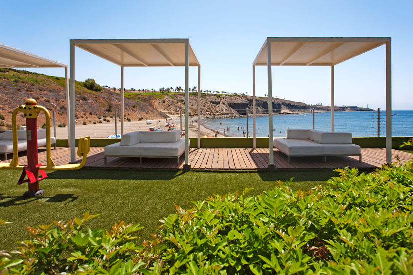 Spacious 4 bedroom villa with communal pool just minutes from the beach and the marina of Pasito Blanco
