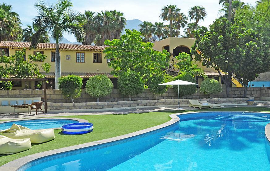 Moderne feriehus på en gård med en stor fælles pool område i Costa Adeje