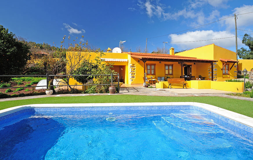 Rustic holiday home with a large private pool area for a quiet holiday on the island of Tenerife