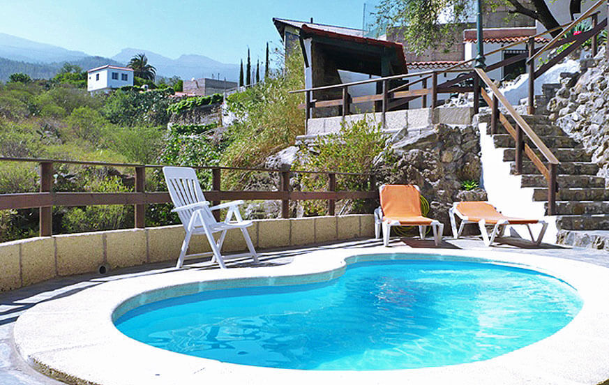 Rustic holiday house with private pool for a holiday in the green nature of Tenerife