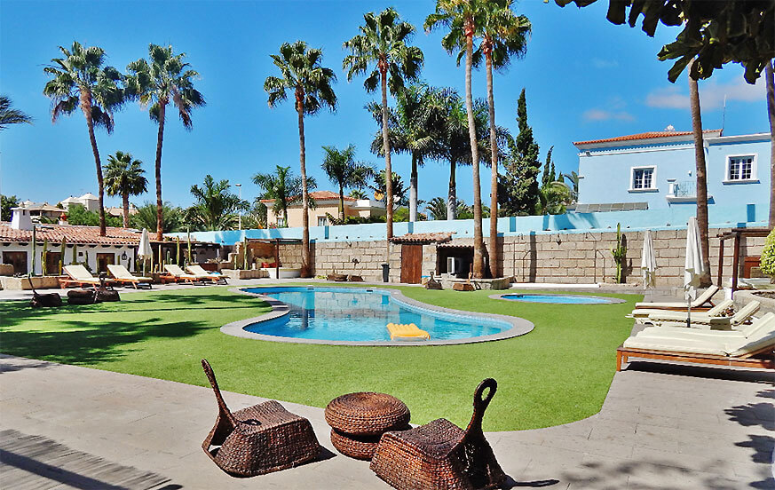 Holiday home in Costa Adeje with a large communal pool area to enjoy a great holiday on Tenerife