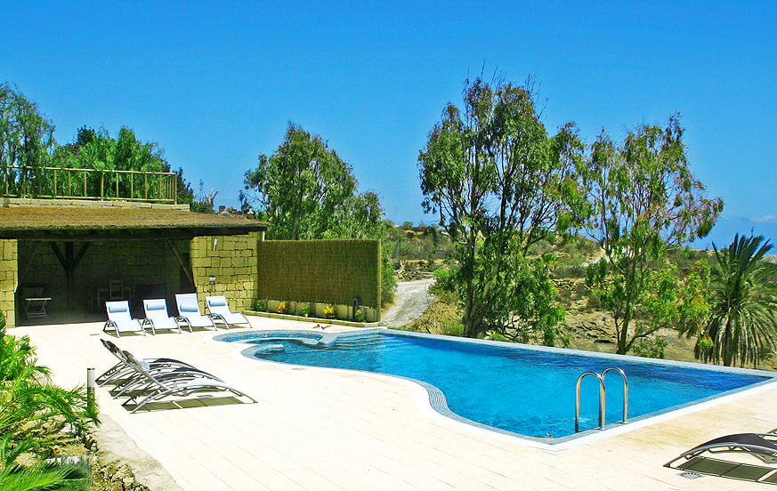 Holiday house on a finca with large communal pool area for a quiet holiday in Tenerife