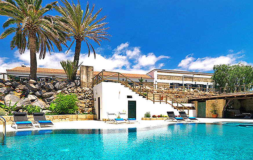 Rustic holiday home with communal pool area for a relaxed holiday on the island of Tenerife