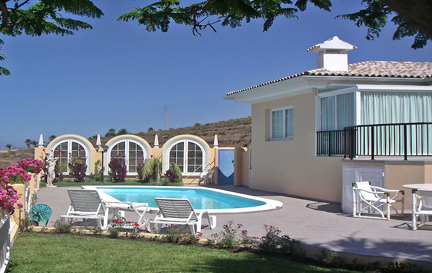 Holiday home with a large pool area for a relaxing holiday in the south of the Canary Island of Tenerife