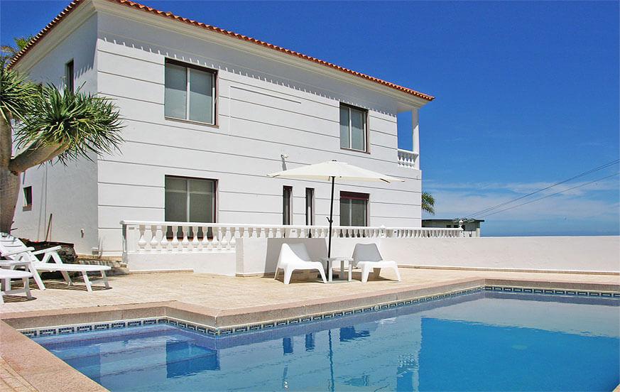 Modernes Ferienhaus mit großem Außenbereich für einen erholsamen Urlaub in Santa Ursula im Norden von Teneriffa.