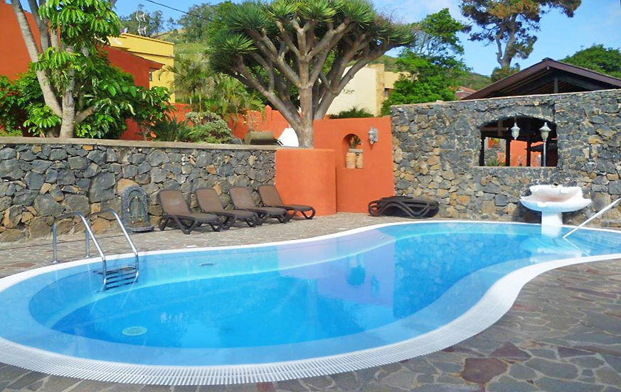 Luxury holiday home with comunal pool for up to 10 people in the north of Tenerife