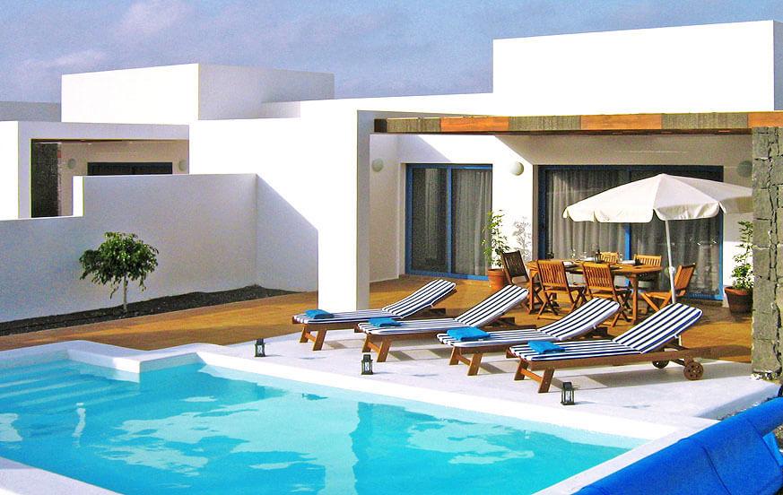 Lichtdurchflutete und moderne Villen mit zwei Schlafzimmern und privatem Pool in der Nähe von den schönen Stränden im Süden der Insel