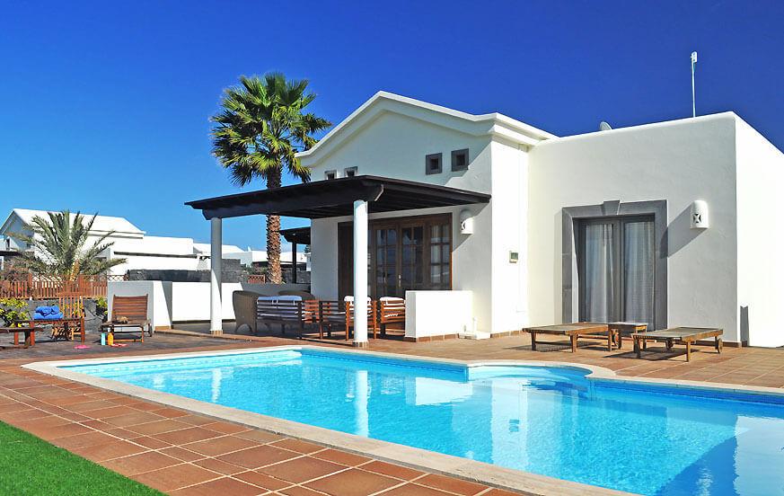 Villa mit 2 Schlafzimmern, privatem Pool und schönem Außenbereich nahe der schönen Strände im Süden der Insel