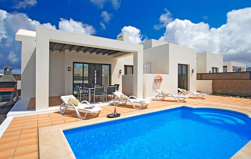 Villas buganvillas en playa blanca lanzarote for Villas en lanzarote con piscina privada