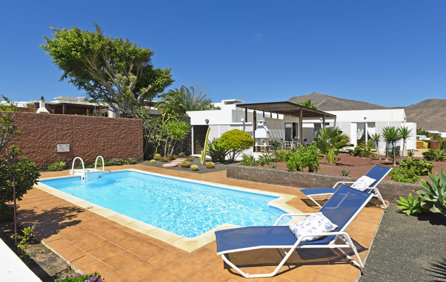 Three bedroom villa with private pool in a beautiful residential area with sea views