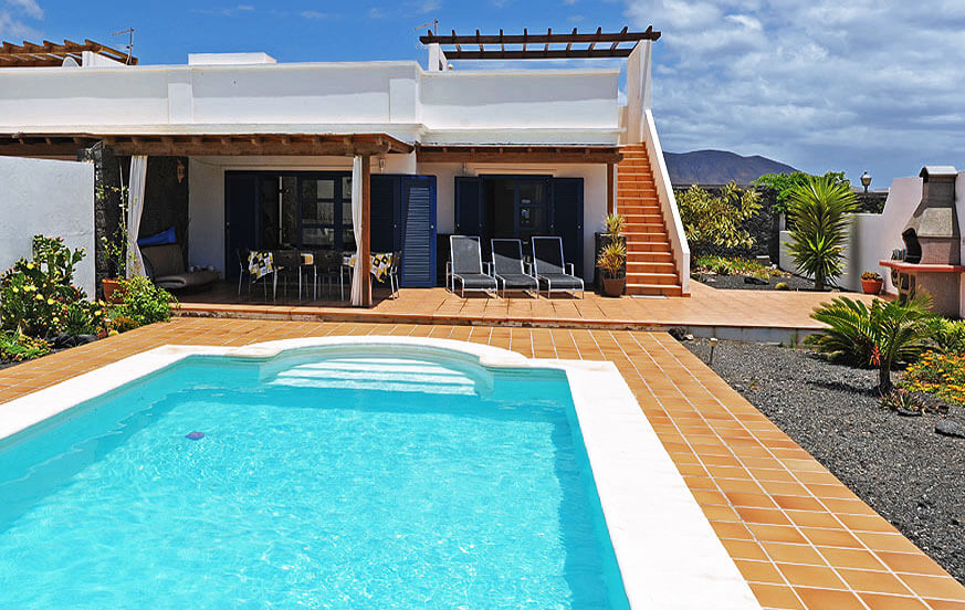 Three bedroom villa with nice outdoor area with heatable privat pool for a relaxing holiday in Playa Blanca