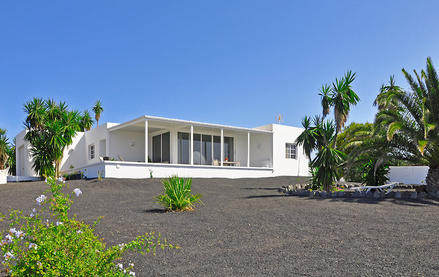 Bright and stylish holiday home with a beautiful cactus and palm trees garden and stunning sea views