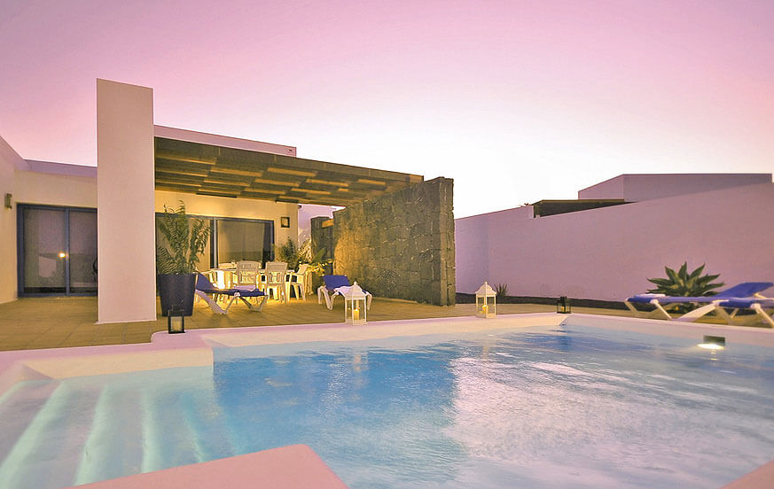 Modern villa to rent on Lanzarote with glass front doors and a big private pool